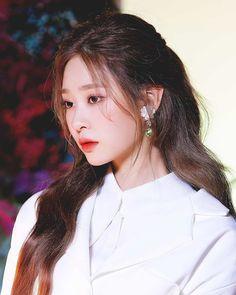Kpop Girl Groups, Korean Girl Groups, Kpop Girls, Singer Fashion, Korean People, Uzzlang Girl, Famous Girls, Kim Min, Power Girl