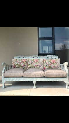 Decor, Vintage Couch, Painted Sofa, Revamp Furniture, Creative Furniture, Diy Chair Cushions, Furniture Makeover, Outdoor Sofa Sets, Painted Couch
