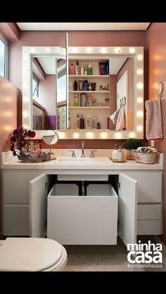 Banheiro de 3m² tem até luzes de camarim