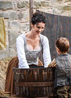"fuckyeahcostumedramas: ""Caitriona Balfe & Aaron Wright in 'Outlander' x "" Outlander Casting, Outlander Tv Series, Starz Series, Outlander Quotes, Claire Fraser, Jamie And Claire, Jamie Fraser, Costumes Outlander, John Bell"