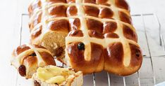 Nothing says Easter more than hot cross buns, especially when you fill your house with the scent of freshly baked ones! Hot Cross Buns, Food Tasting, Freshly Baked, Celebration Cakes, Easter, Sweets, Homemade, Baking, Sweet Stuff