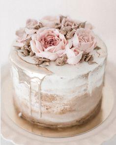 30 Ways to Decorate a Plain Wedding Cake Elegant Birthday Cakes, Rustic Birthday Cake, Birthday Cake For Women Elegant, 18th Birthday Cake, Beautiful Birthday Cakes, Birthday Cakes For Women, Beautiful Cakes, Elegant Cakes, Plain Wedding Cakes