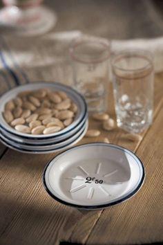 Mothology.com - Ceramic French Bistro Dish, $12.00 (http://www.mothology.com/ceramic-french-bistro-dish/)