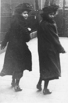 Edwardian street fashion, 1906-1909. London,  photo by amateur photographer Edward Linley Sambourne,