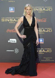 Ralph Lauren Collection Para la visita a nuestro país Jennifer cambió a Dior por Ralph Lauren Collection con este vestido negro con encaje y volantes.