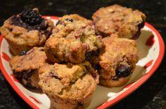 Muffins Integrales de Berries.   2 tazas harina Integral 1 huevo 1/2 taza aceite oliva o margarina 1 cucharada polvos de hornear stevia  almendras molidas Jugo de 1 naranja exprimida 3/4 taza de berries 3/4 taza Leche Zero Lacto de Soprole  Preparación: Mezclar todos los ingredientes y convertir en una masa como de galleta. Luego se coloca en moldes, previamente aceitados con aceite de oliva. Precalentar el horno a 180 grados y luego hornear por 20 minutos a la misma temperatura.