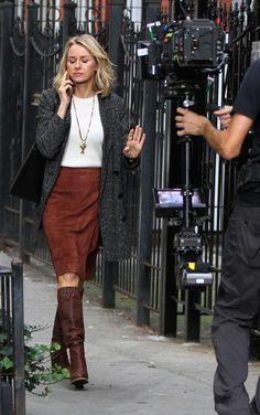 Naomi Watts kisses co-...