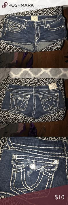 la idol shorts wore when i was pregnant. there is a tear on back left pocket. they got stuck in the dryer & my boyfriend tried to rip them out & it ripped them/: (not miss mes) Miss Me Shorts Jean Shorts