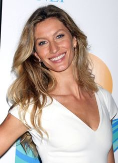 Gisele Bundchen Long Haircut: Soft loose waves are added to the long to ends of the thick hair to create the look much style and shape. The luscious waves can add much volume and bounce to the whole look. The dainty style is quite simple to re-create with large hot-rollers. Choose a medium radial brush …