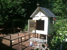 Cute chicken coop with detachable run. $450