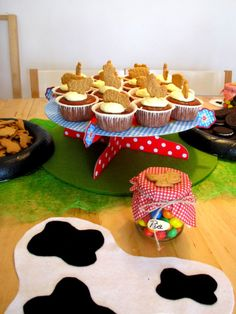 birthdayparty farm Birthday Parties, Desserts, Food, Anniversary Parties, Tailgate Desserts, Deserts, Birthday Celebrations, Essen, Postres