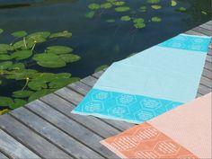Handtuch und Liegetuch aus BIO-Baumwolle mit eingewebten Botschaften. Das Set als besonderes Geschenk? Strand, Napkins, Tableware, Towel, Hemp, Special Gifts, Sun, Weaving, Textiles