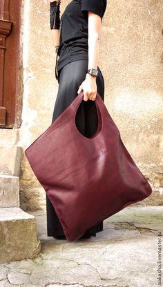 NEW Leather Bordeaux Bag / High Quality Tote Asymmetric Large Bag by AAKASHA NEUE Leder Bordeaux Tasche / hochwertige Tote asymmetrische große Tasche von AAKASHA ♥ is it easy to be your favorite ♥ is it … - Large Handbags, Purses And Handbags, Unique Handbags, Burgundy Bag, Sacs Design, Black Leather Backpack, Leather Bags, Leather Wallet, Big Bags