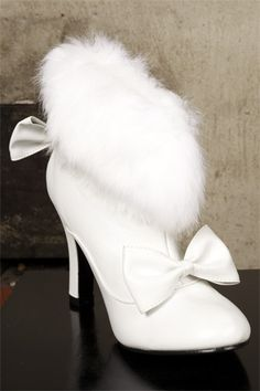 White Fur Bootlets<3<3 Designing and Creativity in Progress <3 ENVIED WEDDINGS & EVENTS www.enviedweddingsandevents.com  <3 If you live in Oregon and want your wedding or event to be unique and special, contact us! <3<3