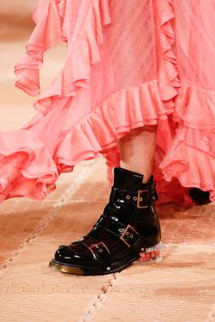 Alexander McQueen Spring 2018 Ready-to-Wear Fashion Show Details
