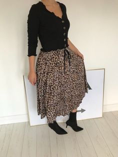 13c9bd9c359 Leopard print midi pleated skirt animal print AW18 NEW size 10  fashion   clothing