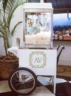 Estou apaixonada por essa fofura: carrinho de pipoca para casamentos!  Podem ser…