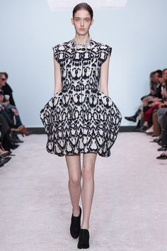 Giambattista Valli Fall 2014 RTW - Runway Photos - Fashion Week - Runway, Fashion Shows and Collections - Vogue