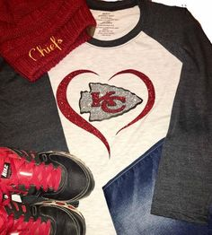 Raglan tee with black/gray sleeves and Ash center. +++ORIGINAL made =====DESIGN==== >Original artwork printed on a super soft tee. >Style is flowy and true-to-size. >Design is glittered vinyl. Kansas City Chiefs Shirts, Football Shirts, Vinyl Shirts, Raglan Tee, Shirt Designs, Tees, My Style, Nike, Silhouette Projects