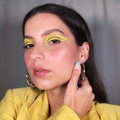 """Graziella Silva no Instagram: """"🦋 #CORLLAB 🦋"""" Make Up, Hoop Earrings, Beauty, Instagram, Jewelry, Neon, Fashion, Eye Liner, Ear Rings"""