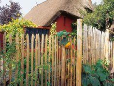 Staketenzaun: ein Zaun vom laufenden Meter