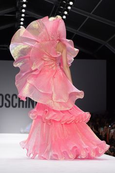 Couture Mode, Couture Fashion, Runway Fashion, Milan Fashion, World Of Fashion, High Fashion, Fashion Show, Moschino, Fashion Details