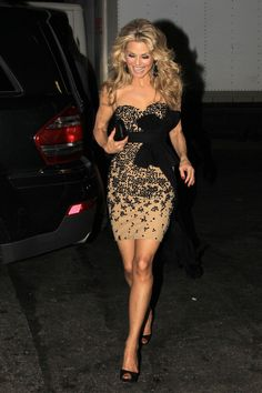 gorgeous Christie Brinkley...for 60, she looks incredible.