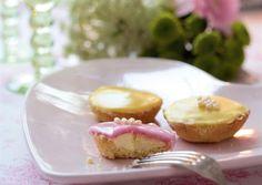 Leivo hurmaavat bebe-leivokset keväiseen kahvipöytään. Katso kauniiden leivosten resepti Kotivinkistä ja tee itse!
