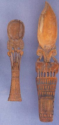 Photo 5. Spoons with floral motifs, highlighting the lotus flowers. New Kingdom. Louvre Museum, Paris. Photo on E. DELANGE, Rites et beauté ....
