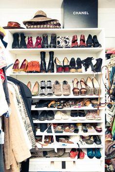 De kleren heb je al, de op kleur gesorteerde walk-in closet nog nét niet. Met deze tips maak je het beste van je garderobe en bewaar je je aankopen in topconditie.