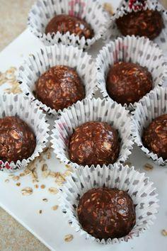 Kulki owsiane. Smakołyki z czasów PRL, gdy nasze Mamy starały się zapewnić nam coś oprócz wyrobów czekoladopodobnych. Czasy się zmieniły, a... Fig Cake, Tasty, Yummy Food, Healthy Recipes, Snacks, Cookies, Breakfast, Ethnic Recipes, Christmas Recipes