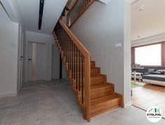 Samonośne, dywanowe, dąb natura, tralki stal nierdzewna lakierowana na czarno Stairs, Home Decor, Stairway, Decoration Home, Room Decor, Staircases, Home Interior Design, Ladders, Home Decoration