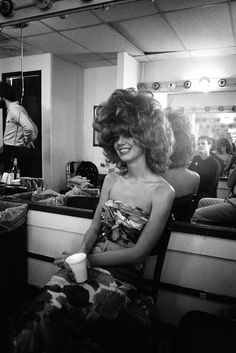 You are in the right place about hairstyles curly bridesmaid Here we offer you the most beautiful pi Permed Hairstyles, Modern Hairstyles, Retro Hairstyles, Kate Pierson, Cindy Wilson, 60s Hair, Air Dry Hair, Vintage Classics, Types Of Curls