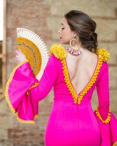 SORTEO!! Este espectacular traje de flamenca está de sorteo en @mcdmoda!! Peplum, Bodycon Dress, Spanish Fashion, Diy Fashion, Saree, Gowns, Folklore, Pink, Outfits