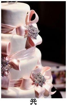 Fiyonklu düğün pastası