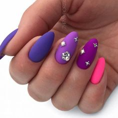 27 BREATHTAKING DESIGNS FOR ALMOND SHAPED NAILS – My Stylish Zoo