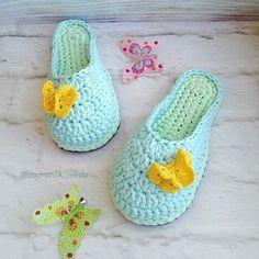 Videotutoriales – Pantunflas – Zapatillas – Trapillo – Crochet XXL – Comando Craft Crochet Boat, Crochet Shell Stitch, Cute Crochet, Knit Crochet, Crochet Sandals, Crochet Shoes, Crochet Slippers, Crochet Clothes, Knitting Patterns