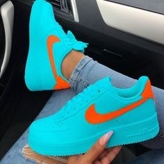 The post Welches Paar würdest du rocken? : appeared first on beste Schuhe. Source by Schuhe Cute Sneakers, Sneakers Mode, Sneakers Fashion, Shoes Sneakers, Nike Shoes Air Force, Orange Shoes, Orange Orange, Hype Shoes, Fresh Shoes