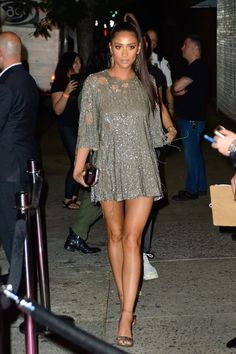 Shay Mitchell – Arriving at JLo's VMA Afterparty in New York Shay Mitchell Style, Shay Mitchell Makeup, Hot Brunette, Looks Cool, Beautiful Legs, Fashion Outfits, Womens Fashion, Nyc Fashion, Sexy Legs