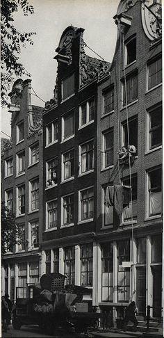 1937. Moving at the Noordermarkt in the Jordaan section of Amsterdam. Photo SERC. #amsterdam #1940 #Noordermarkt