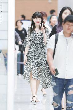 Fashion Idol, Kpop Fashion, Korean Fashion, Womens Fashion, Airport Fashion, South Korean Girls, Korean Girl Groups, Cloud Dancer, G Friend
