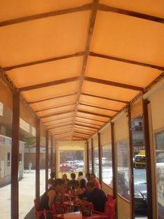 Santi: refrescando la terracita del bar en Zaragoza