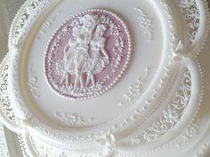 Donatella Semalo - amazing cakes and cookies! Love this cameo cake! Royal Icing Piping, Royal Icing Cakes, Cake Icing, Gorgeous Cakes, Pretty Cakes, Amazing Cakes, Cupcakes, Cupcake Cakes, Cake Cookies