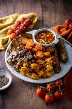Angol reggeli 2db Chana Masala, Tofu, Plant Based, Sausage, Curry, Ethnic Recipes, Turmeric, Curries, Sausages