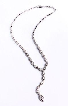Halsweite: ca. 42 cm. Länge Mittelteil: ca. 7 cm. Gewicht: 21,45 g. WG 750. Dekoratives Collier mit Diamanten im Brillant- und Navetteschliff, zus. ca. 4 ct....