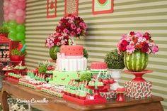 Uma festa diferente, para uma menina que AMAAAA melancia.   E porque não?   Adorei as cores, cheiros e sabores dessa festa única!     De...