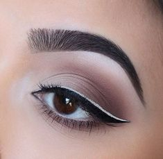 A small detail can change everything. Loving this double winged liner @chelseasmakeup turned to our 35O for the shadows #MorpheBabe