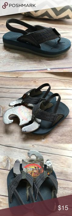 Rainbow Sandals Kids Capes Navy Blue Shoes 3/4 Rainbow Sandals Kids Capes Navy Blue Shoes 3/4 Boys Girls Unisex Beach Travel  Good condition. Please note discoloration on insoles and inside of straps. Very sturdy shoe. Great for the beach and travel. Rainbow Shoes Sandals & Flip Flops