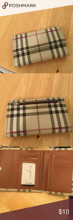 Fashion wallet Nice trifold zipper pocket on back Bags Wallets