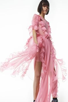 Preen by Thornton Bregazzi Resort 2017 Fashion Show Foto Fashion, Pink Fashion, Fashion 2017, Runway Fashion, Luxury Fashion, Pink Dress, Dress Up, Thornton Bregazzi, Fru Fru